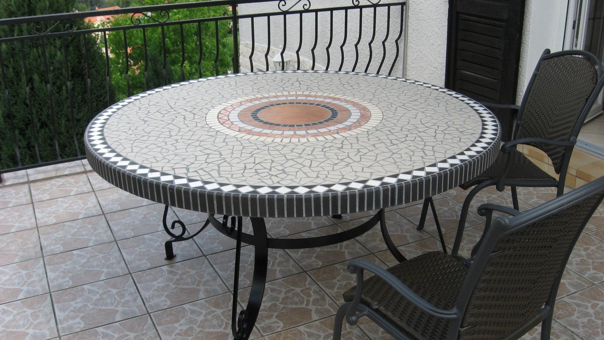 Table de jardin en b ton cematable - Table jardin beton ...